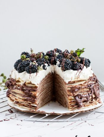 Tarta_mil_crepes_chocolate_moras